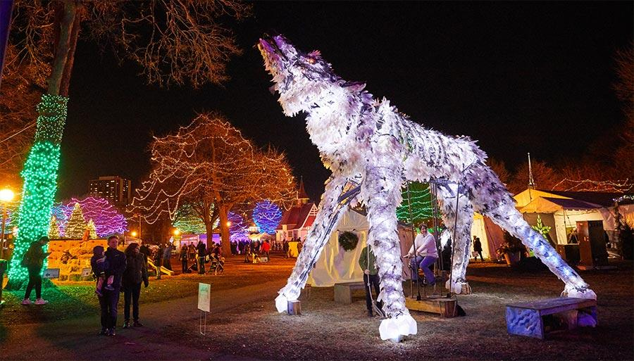 Holidazzle Wolf Display